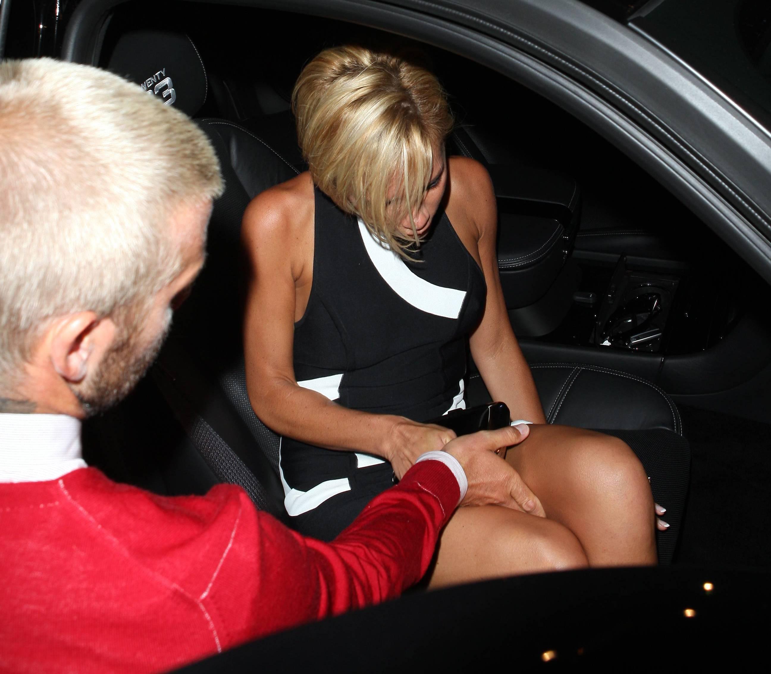 Смотреть лапает жену в машине 19 фотография