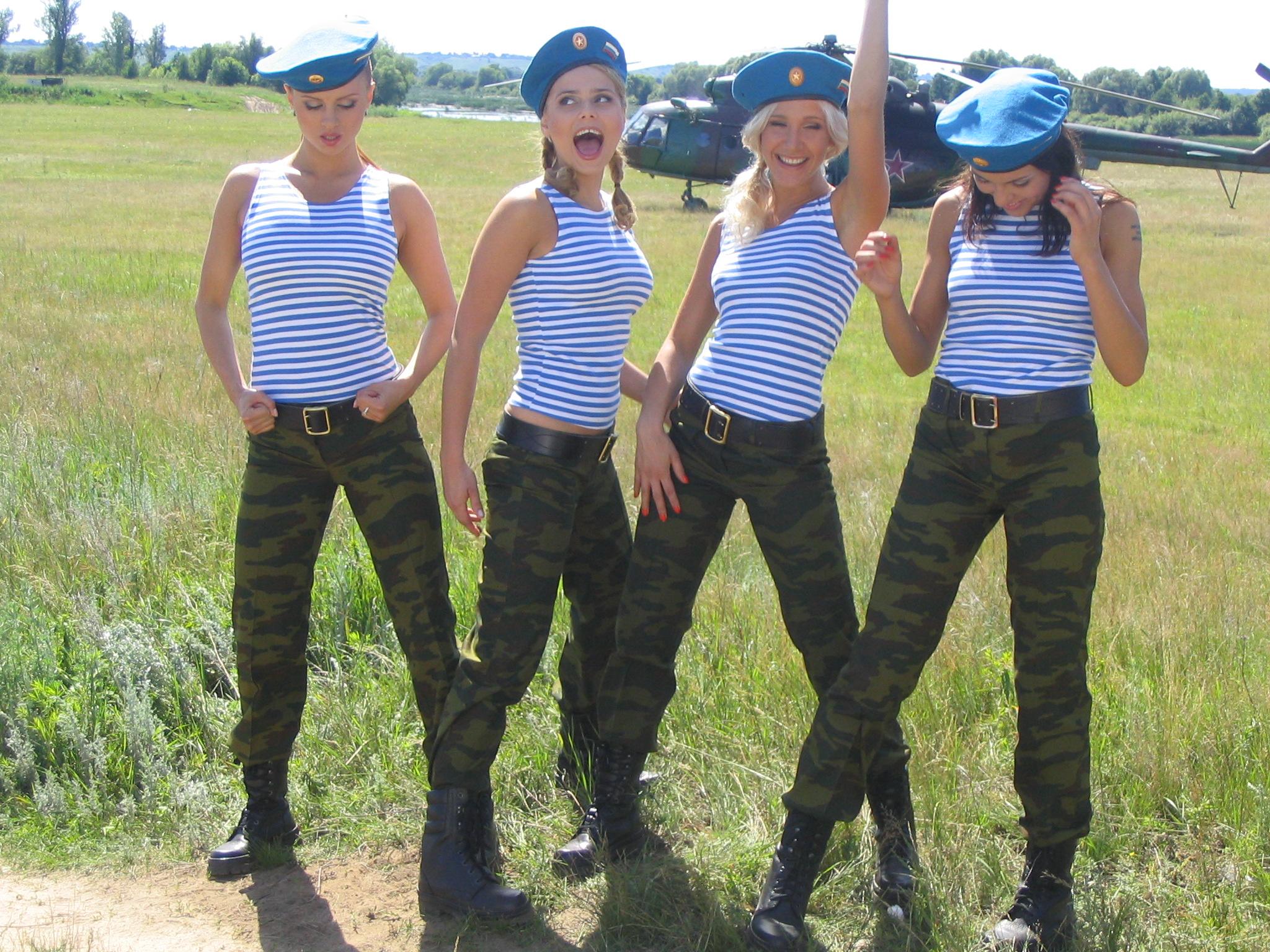 Толстые в армии 4 фотография